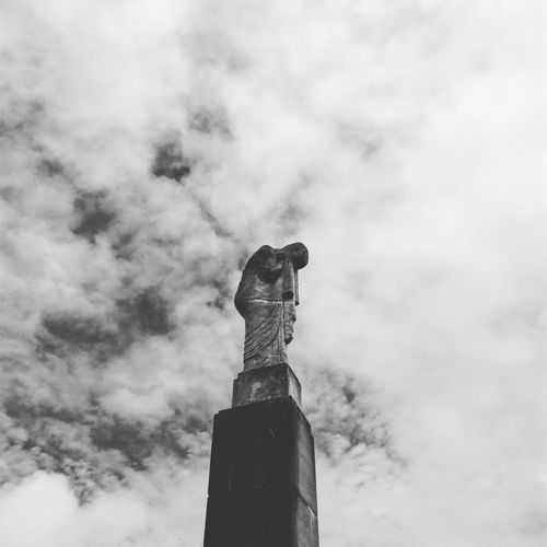 EyeEm Selects Statue Sky Cloud - Sky No People Sculpture Low Angle View Day Outdoors Architecture City Nature Semetary Ostend