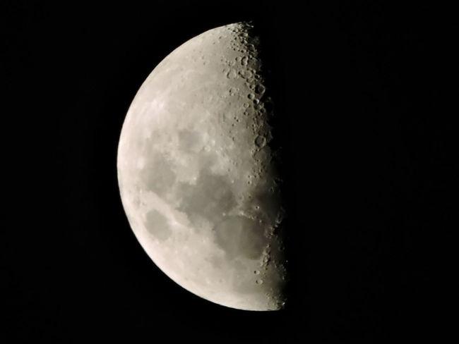 Lua  Lua Linda ;) Lua Linda Brasil ♥ Lua Céu Noitelinda Lua Quarto Crescente Nikonphotography Moon Crescent Moon_collection Moon