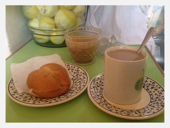 Desayunando