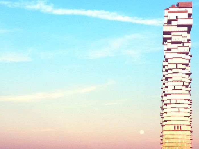 City View  Sunset Sky_collection Residential Structure Residential Building Tourism Moon Sun Rays Sunlight Twilight Built Structure Building Architecture Cityscapes Urban Landscape Cityscape City Life City Manhattan Tribeca New York City No People Sun Sky Urban Lifestyle