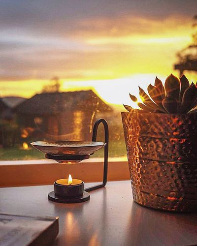 A relaxing peaceful evening at home is one of life's greatest pleasures 🙏🏻🌅#peacefulevening #cozyvibes #home #endoftheday #beautifulsky #sunset #sunsetlover #candlelight #suculent #aromatherapy #essentialoil #sandalwoodoil #relaxingandcalming