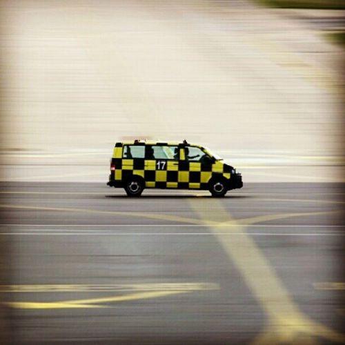 Follow me! #follow #followme #motionblur Airport Runway Followme Follow Flughafen Sxf Followmecar Motionblur Taxiway