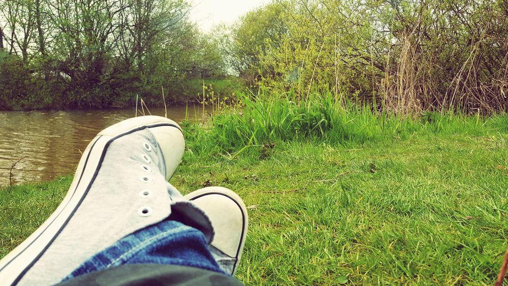 Schuhe  Rasen Altarm Wasser