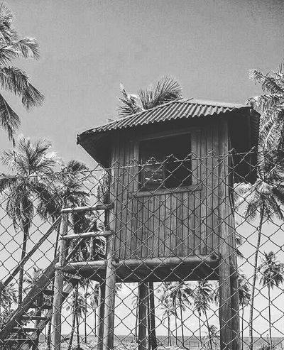 aquele sossego #fineart_photobw #bnw #monochromaticnoir #Bahia #Brazil #salvador #praia #natureza #sun #pb #bw #monoart  #instablackandwhite #bwwednesday #blackandwhite #photography Sky Building Exterior