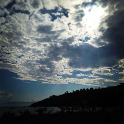 Yavaşça uyanır Bulutlar! Kuşadası