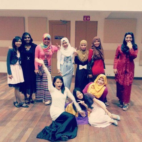 Girls in DPI Semester 5! But Sara takdeeee. Hmmm Makosra DPI Upmkb