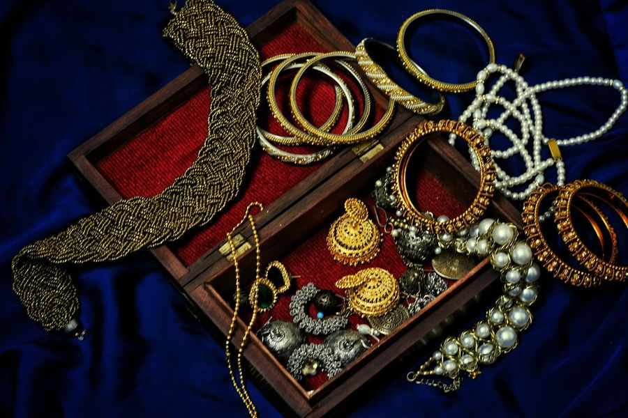 Lieblingsteil Close-up No People Jewellery Jewels Jewelry Jewellery Box Bangles Earring  Necklace Choker Jhumka Accesories Beauty Carved Wood Boxes Silk Blue Gold Dull Gold Happiness Love Favourite Memories Bangalore