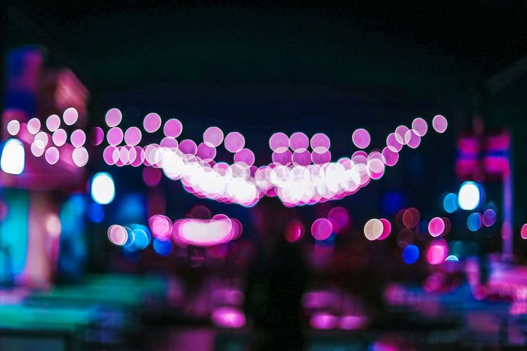 Artphoto Night Lighting Equipment Outdoors Streetphoto Bankok Streetlights Bokeh Bubbles Bokehlicious Photography Bokehful Bokehgraphy Neoncolors Neon Pink Cheese! City Street Hanging Out Thailand Only Street EmPhoto The Week On Eyem Streetphotography