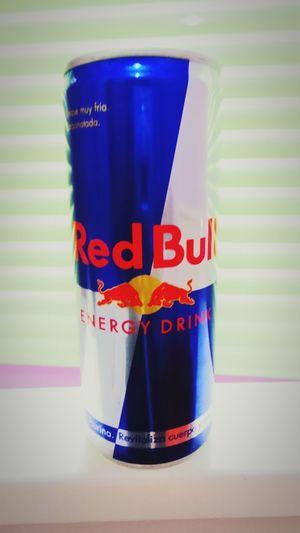 A estudiar RedBull RedBullXFighters Redbullgivesyouwings Drinking Redbull Redbull💪👍🍷 Redbulltime Studing Bottles