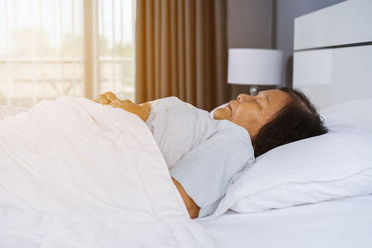old woman sleeping on a bed in bedroom Oldenburg Woman Adult Bed Bedroom Lying Down Mature Adult Old Relaxation Resting Senior Adult Sleep Sleep; Sleeping