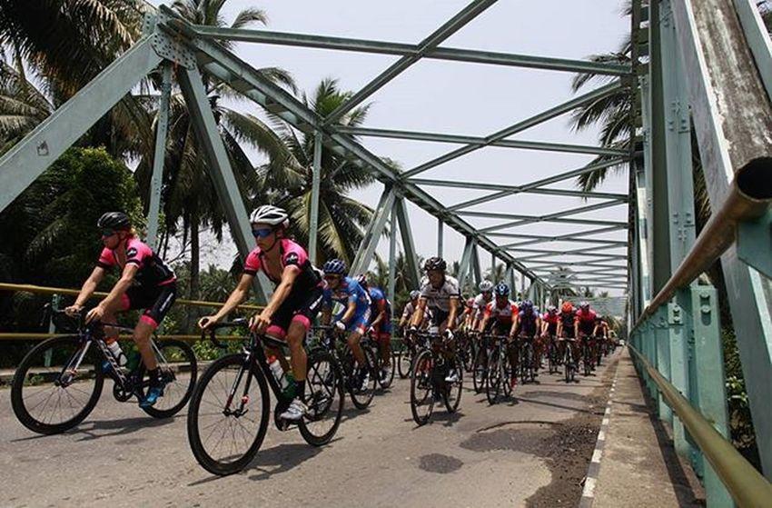@bni46 Bnitourdesingkarak INDONESIA @yorrifarli @bakkarhabsyi TourDeSingkarak Tourdesingkarak2015 Sumbar_rancak Gowes Cyclingteam