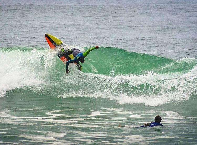 Lucas Chumbo (@lucaschumbo) com direito a platéia - Prainha, RJ Surf Surfers Surfing Surf Photography Surf Life Surfingphotography Prainha Riodejaneiro Nikon Nikonphotography EyeEmBrasil EyeEm Gallery Showcase: January