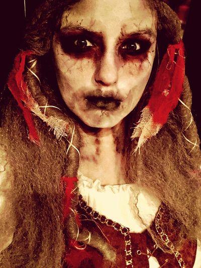 J'ai toujours rêver de faire le plus beau déguisement, de savoir me transformer, jouer un nouveau personnage ... Horror Horizon Over Water Pirate Blackandwhite Black And White Halloween