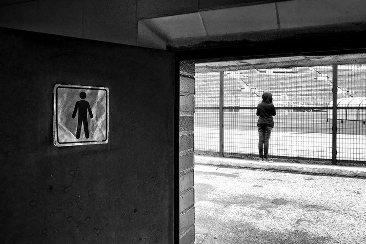 Men Sign Door Blackandwhite Building Passageway Passage Aged Concrete Door