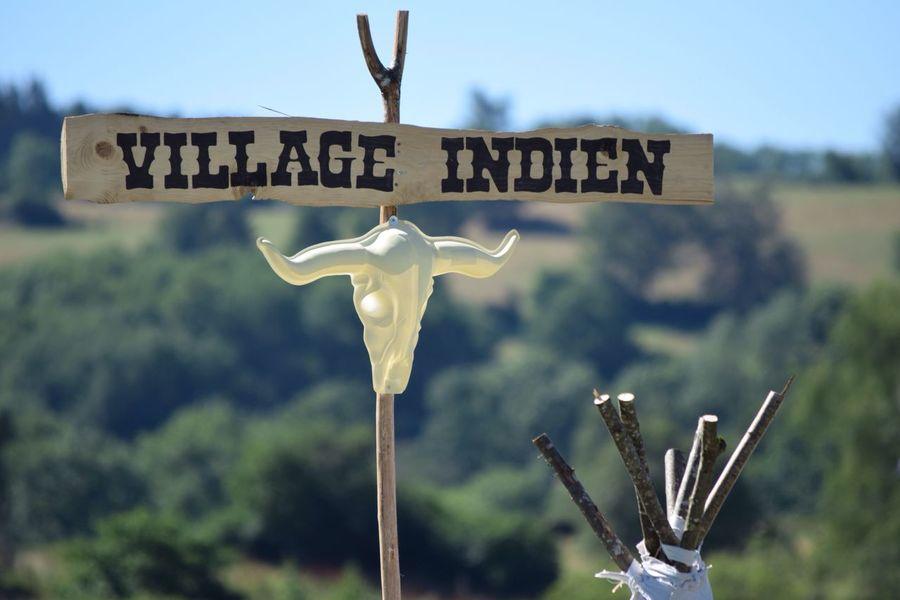 Village indien First Eyeem Photo Pancarte Indien Fete Puy De Dôme ClermontFerrand Nature No People