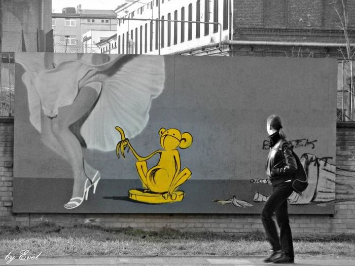 Lodz🏭 Urban Graffiti Monkey Bannana Poland Polishgirl Marylin Monroe