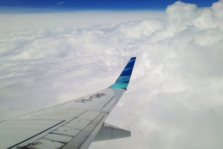 Kapas seperti memanggil untuk berbaring Airplane Cloud - Sky Sky Transportation Mode Of Transport Journey No People Air Vehicle Airplane Wing Day Low Angle View Outdoors Aircraft Wing Flying Nature