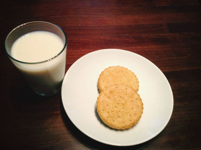 Milk and cookies love food!