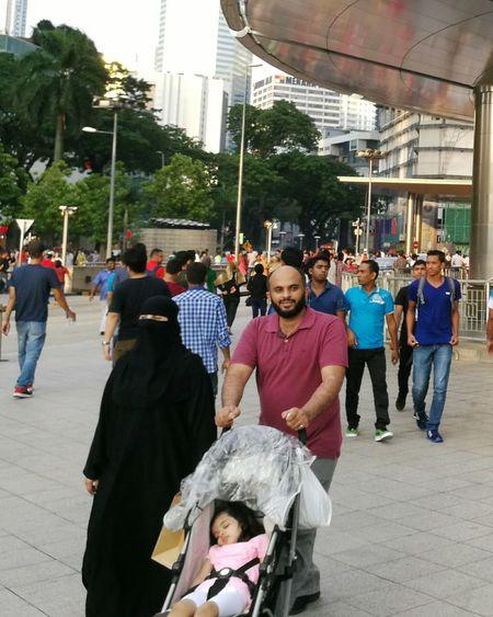 Malaysia muslim Kuala Lumpur Tschador Headscarf Man beard Women The OO Mission