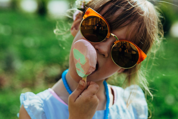Close-up of girl with sunglasses