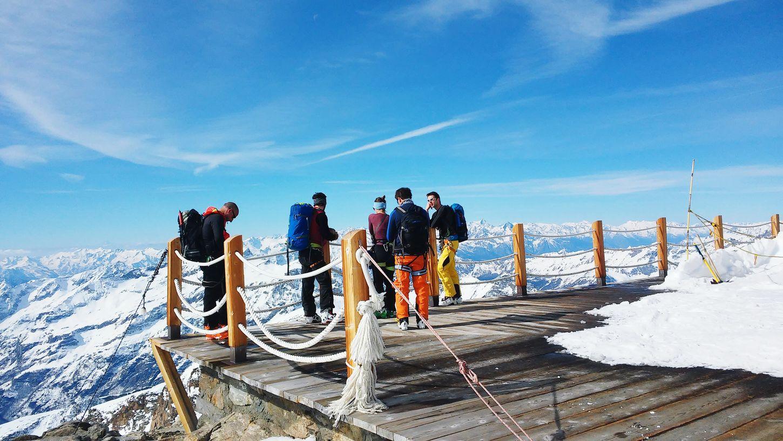 Rifugio città di Mantova. Pronti per l'apnea a 4000 Skitouring Monte Rosa Pyramide Vincent Gowild Vda Italy