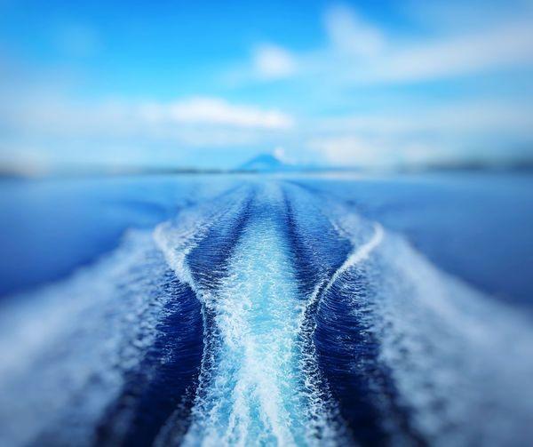speedboad wave.