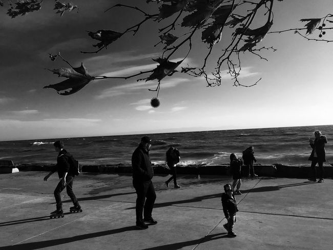 Istanbuldayasam Filmnoir Black & White Istanbul #turkiye Istanbul Florya Hayatakarken People Peoples Yasam Blackandwhite Noir Hello World World Twoworld Minimalism Minimal Shadow Light And Shadow