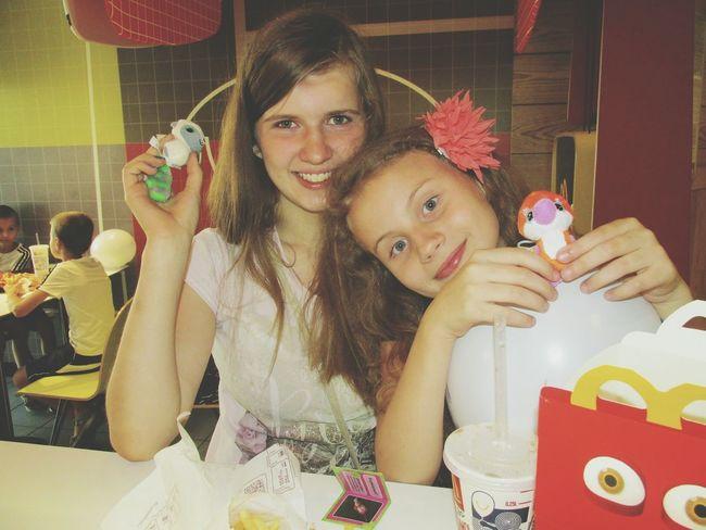 макдональдс Еда кушаем отдых смешная смешно приятно воспоминания  сестры