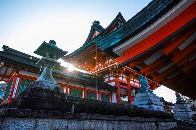京都市伏見区・伏見稲荷大社 Fushimi Inari Shrine Kyoto Japanese Shrine Japanese Culture Taking Photos EyeEm Best Shots EyeEm Gallery From My Point Of View The Week on EyeEm Architecture Built Structure Building Exterior Sky Low Angle View Place Of Worship Building Spirituality Clear Sky Roof Religion