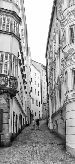 Leaning Leaning Leaning Building Buildings Old Buildings Black And White Photography Black And White Couple Beautiful Old Town Old Town B & W  Linz Austria ❤ Beautiful Architecture Showcase May Snapseed Editing  Photowalk Architecture X100 Fujifilm Monochrome Photography The Architect - 2017 EyeEm Awards The Traveler - 2018 EyeEm Awards The Architect - 2018 EyeEm Awards