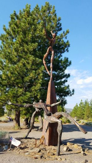 Living Memorial Veteran's Sculpture Garden Veteran Memorial Memorial Veterans Memorial Wounded Emotional Catching A Falling Soldier Honoring The Fallen Surreal Remembering Sadness Catching Sculpture Memories Treating The Wounded Service To Country The Week On EyeEm Caring Dramatic Statue Quality Of Life Servicewomen Serviceman Weed, CA Mindful