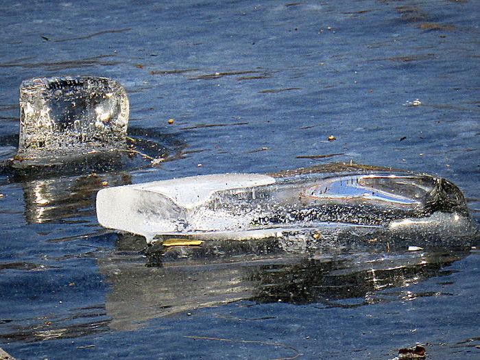 Beauty In Nature Eis Auf Eis Outdoors Reflektionen Durch Sonneneinwirkung Rostock 2017 Am Teich