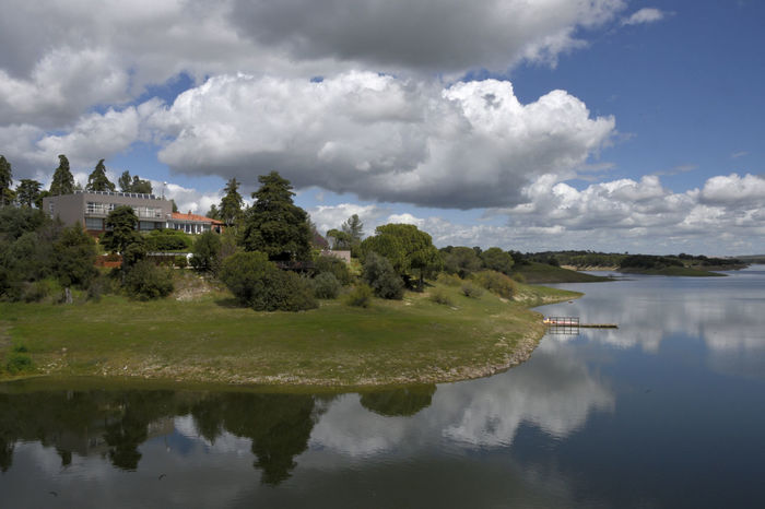 Barragem / Dum Vale de Gaio - Torrão Alcacer Do Sal Alentejo Barragem Building Exterior Cloud - Sky Dum Hotel Lake View Nature Outdoors Portugal Reflection Reflection Reflexo  Sky And Clouds Tranquility Vale De Gaio Water Water Reflections Waterfront