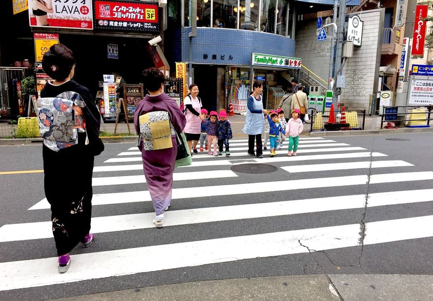 Passé & Futur City Street Transportation Real People Travel Destinations Full Length Large Group Of People Women Men Building Exterior Outdoors Architecture Downtown District People Day Adult Kids Japan Tokyo Kimono Culture
