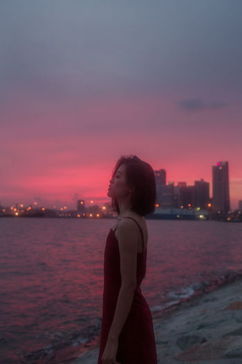 Portrait Of A Woman Portrait Photography Portrait Girl Sunset Sunset_collection City Cityscape Water Urban Skyline Young Women Skyscraper Sunset Women Sea Illuminated Horizon Over Water Romantic Sky Coast Seascape