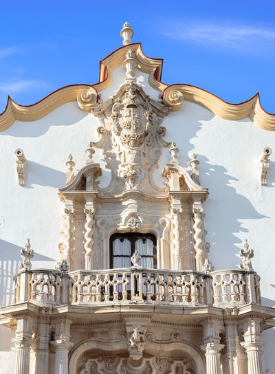 Baroque facade of the Marques de la Gomera Palace in Osuna. Ducal town declared a Historic-Artistic Site. Southern Spain. Picturesque travel destination on spain. Osuna SPAIN Seville Art Arts Culture And Entertainment Tourism Tourism Destination White Village Palace Europe Noble Andalusia Andalusian Architecture Andalusian Building Baroque Baroque Style Baroque Architecture Travel Travel Destinations Blue Architecture Colonial Colonial Architecture Colonial Style Façade Balcony Tourist Attraction  Tourist Destination Beautiful Picturesque