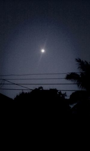 hermosa luna en esta hermosa tarde noche.!! Honduras mi tierra bendecida por Dios.