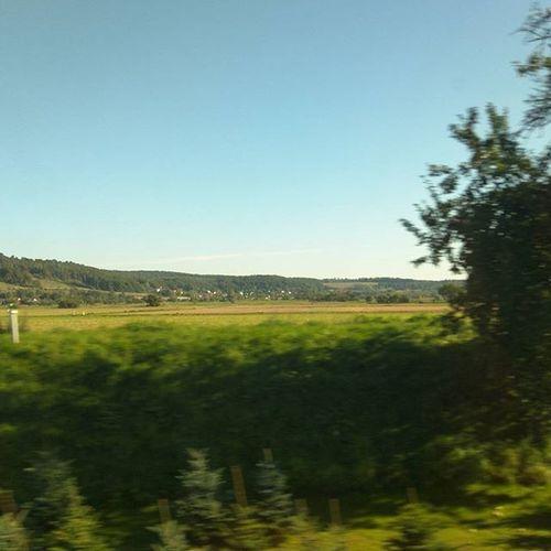 Man kann aus der Landschaft das Reichtum eines Landes sagen :) GrammatikFehler Ewww BeautifulGermany Love unterwegs IC Zug Landschaft blur