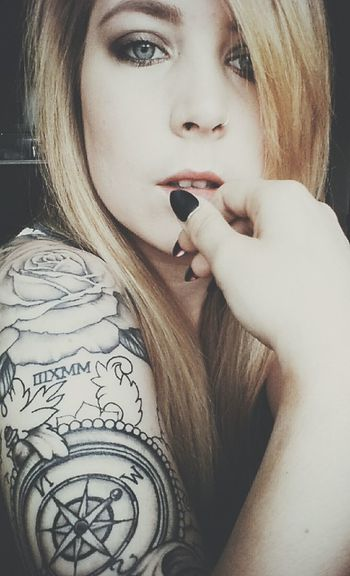 Taking Photos That's Me Girlswithtattoos Selfie Girls With Tattoos Tattoos Tattoo Stilettonails Makeup Inked