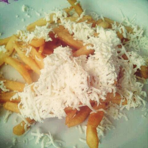 Pommesfrittes with Cheese! what's not to like? Bulgaria Foodsing