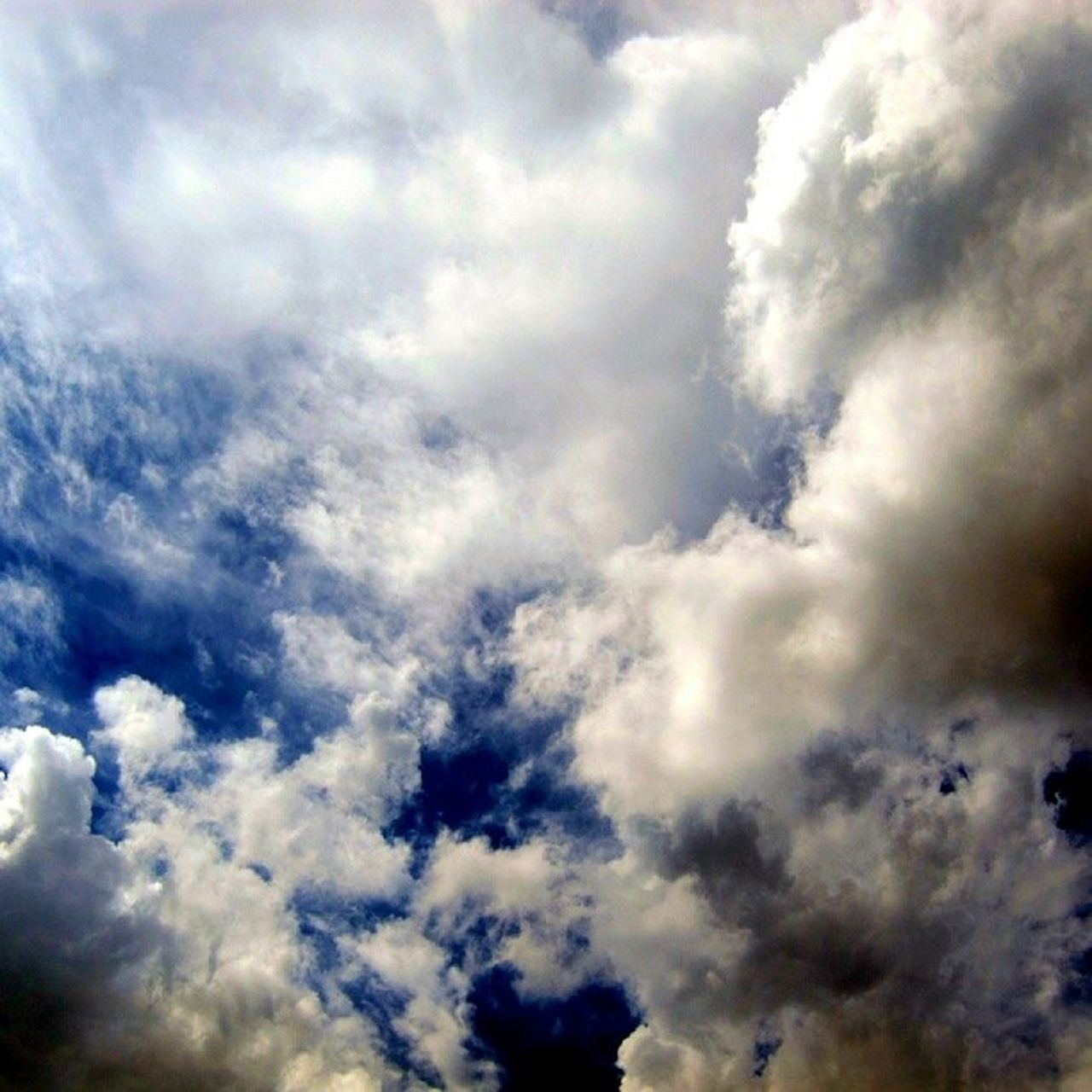 cloud - sky, beauty in nature, cloudscape, backgrounds, atmospheric mood, nature, sky, majestic, full frame, weather, sky only, scenics, tranquility, low angle view, heaven, no people, tranquil scene, blue, storm cloud, outdoors, day