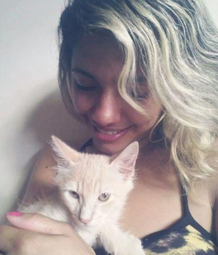 I love cat🐱🤗❤️ Brazilian Woman Beautiful Woman Photography Persian Cat  Pets Kitten Portrait Friendship Blond Hair Domestic Cat Happiness Headshot Cat Feline Animal Eye