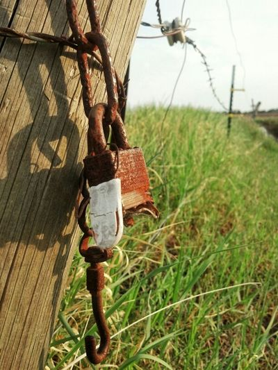 Hanging Out Rust Locks Beauty Of Decay Eye4photography  Rustygoodness Ee_daily
