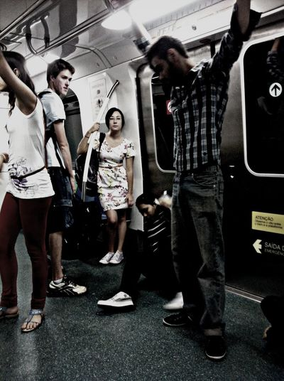 Elegante sacrifício rotineiro, e a diversidade brasilleira. Notes From The Underground Brasília Subway Cotidianidades