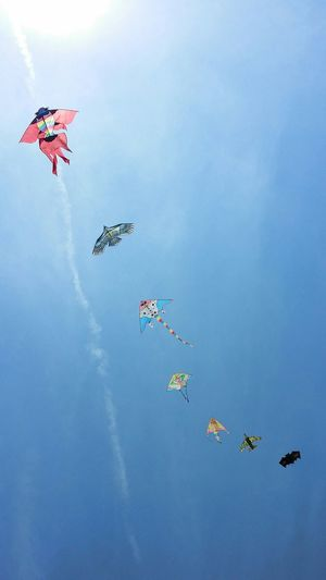 Flying away...... Summer2015 Kites InTheSky Streemzoofamily