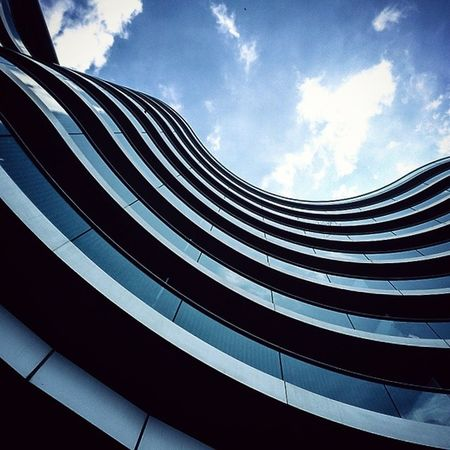 Albionriverside Apartments Battersea by Fosterandpartners London Architecture Archdaily Archilovers Archiporn ArchiTexture Thames Riverside Geometric Curves Geometry Lookingup Whatsyourangle Summer Blue Sky Spatialdesign NormanFoster Heartarts