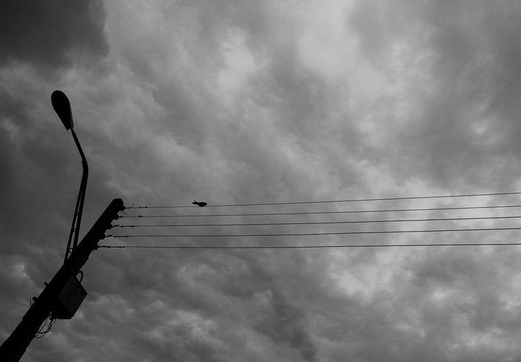 #blackandwhite #City #cloudporn #skyporn #beautiful #bestskysever #Contrast #minimalist #photography #sky #streetphotography