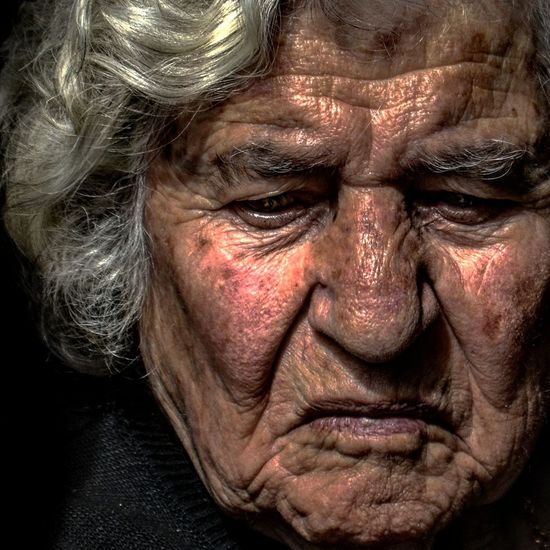 Anonymous portrait... Human Face One Woman Only Wrinkled Human Hand Human Skin Mature Adult Exhibition Center Streetphotography Human Representation Touching Real People Arts Culture And Entertainment Beauty RePicture Ageing Street Portrait Contemplation Exhibition Exhibit Art Photographic Photograph Photographer Gallery Visitor Watchers Watch See Look Looking Private Public Blurred Blur Out Of Focus Photography Documentary Reportage Street The Human Condition Adults Only One Man Only EyeEm Best Shots Facial Expression Portrait Human Eye Human Body Part