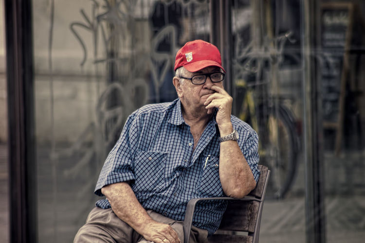 50mm Barcelona Colour Man Silhuette Old Man Onthestreet Pondering Street Old But Awesome Watching The World Go By