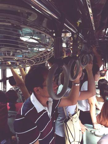 มีลุงถือไม้เท้าตกรถตายไป1 Thailand